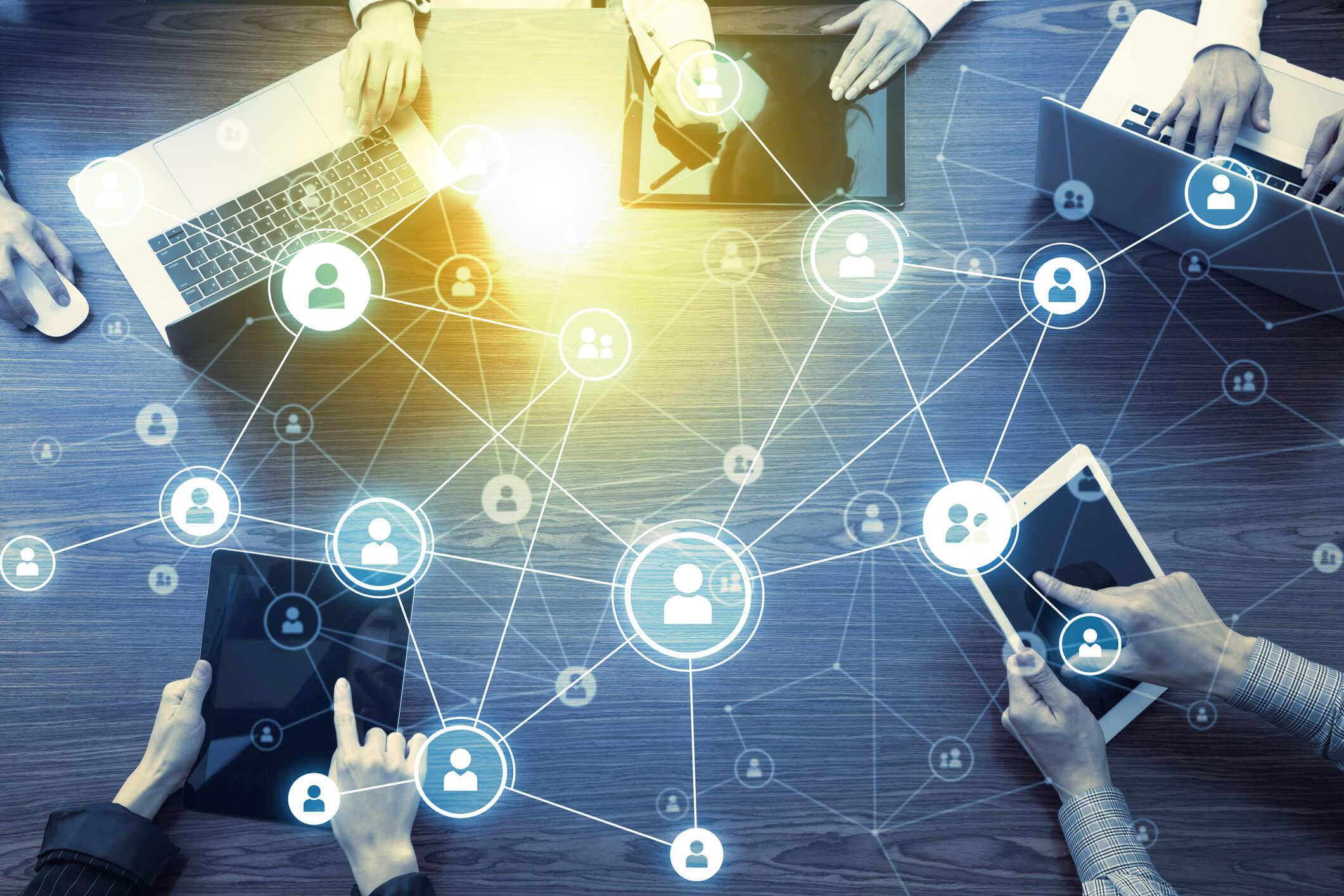 中堅企業における情報システムの内情