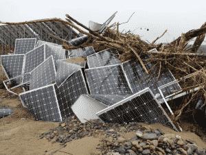 太陽光パネルは廃棄される時期が一点集中